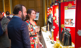 o_20VOA-GNY_20Gala_202019_20Attendees_20browsing_20auction.jpg
