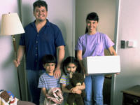 Family_20moving_20into_20new_20apartment.jpg